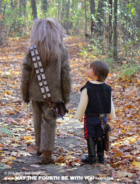 DIY Chewbacca and Han Solo Costumes. Check out all our other Star Wars costumes on our blog! #chewbacca #starwars #starwarsparty #maythefourthbewithyou #starwarsbirthday #starwarscostume #halloweencostume #wookiee #hansolo #cosplay maythefourthbewithyoupartyblog.com
