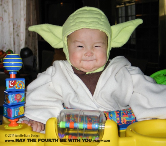 Yoda DIY Costume and Cosplay / Check out lots more Star Wars Halloween costumes and cosplay ideas on our blog / #starwars #halloween #maythefourthbewithyou #maythe4thbewithyou #costume #cosplay #diy #pattern #sewing #yoda #geek #nerd / maythefourthbewithyoupartyblog.com