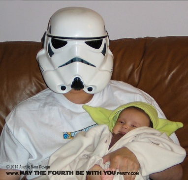 Child Yoda Costume with Stormtrooper /// Check out all our other Star Wars costumes on our blog! #starwars #starwarsparty #maythefourthbewithyou #starwarsbirthday #starwarscostume #halloweencostume #yoda #cosplay #stormtrooper maythefourthbewithyoupartyblog.com