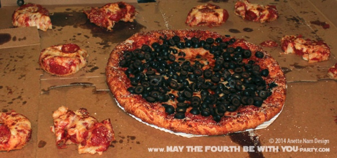 Star Wars Food: Pizza TIE-fighter (with Sandwich Cutter) /// Check out our blog for lots of Star Wars Party food recipes and downloadable labels! Great for a Birthday Party or a May the Fourth be with you Party. /// #starwars #starwarsparty #maythefourthbewithyou #starwarsbirthday #starwarsfood #pizza #tiefighter maythefourthbewithyoupartyblog.com