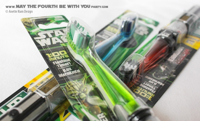 Star Wars Tootbrush - Lightsaber/// Check out all our other Star Wars gifts on our blog! // #starwars #starwarsparty #maythefourthbewithyou #starwarsbirthday #starwarsgift #toothbrush #lightsaber maythefourthbewithyoupartyblog.com