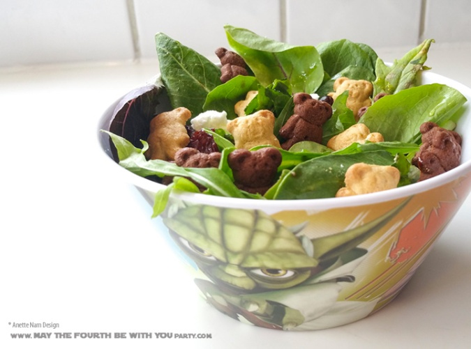 Star Wars Food: Ewok Salad with Mixed Greens and Teddy Grahams /// Check out our blog for lots of Star Wars Party food recipes and downloadable labels! Great for a Birthday Party or a May the Fourth be with you Party. /// #starwars #starwarsparty #maythefourthbewithyou #starwarsbirthday #starwarsfood #salad #ewok #teddygrahams maythefourthbewithyoupartyblog.com
