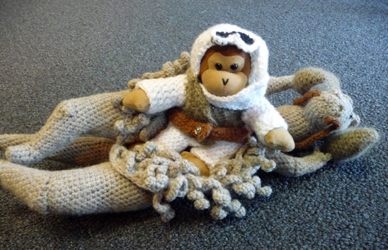 Knitted Taun-Taun with ThinkGeek Monkey /// Check out our blog for lots of Star Wars crafts and ideas /// #starwars #starwarsparty #maythefourthbewithyou #starwarsbirthday #luke #tauntaun #knitting maythefourthbewithyoupartyblog.com  ©mara's things https://maramas.wordpress.com/2011/07/09/this-post-smells-even-worse-on-the-inside/