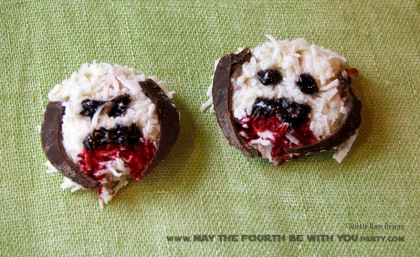 Star Wars Food: Coconut and White Chocolate Wampa Cookies (Macaroons) /// Check out our blog for lots of Star Wars Party food recipes and downloadable labels! Great for a Birthday Party or a May the Fourth be with you Party. /// #starwars #starwarsparty #maythefourthbewithyou #starwarsbirthday #starwarsfood #wampa #cookies #macaroon #coconut #chocolate maythefourthbewithyoupartyblog.com