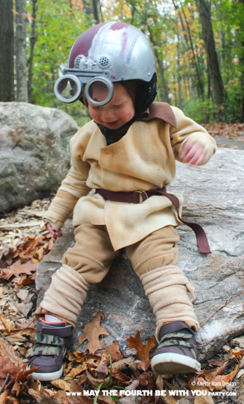 DIY Anakin at podrace Costume. Check out all our other Star Wars costumes on our blog! #anakin #starwars #starwarsparty #maythefourthbewithyou #starwarsbirthday #starwarscostume #halloweencostume #anakinskywalker #cosplay maythefourthbewithyoupartyblog.com
