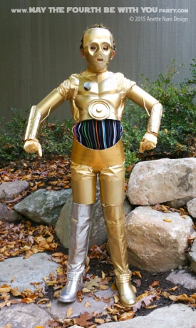 DIY C3PO costume. Check out all our other Star Wars halloween costumes on our blog! #c3po #starwars #starwarsparty #maythefourthbewithyou #starwarsbirthday #starwarscostume #halloweencostume #cosplay maythefourthbewithyoupartyblog.com