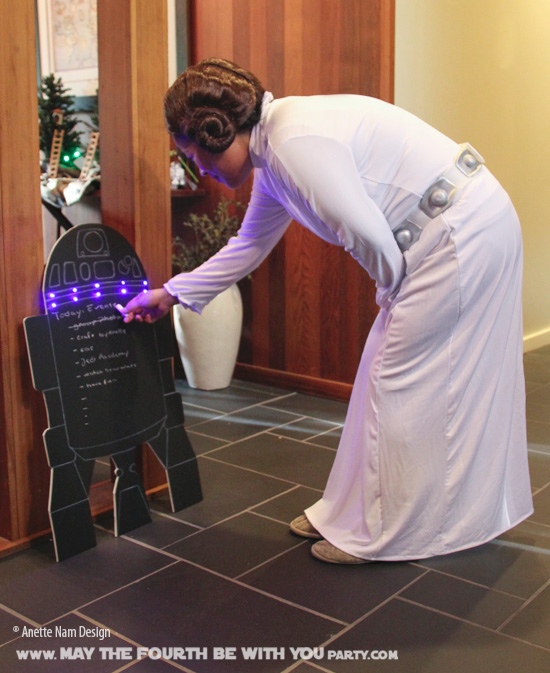 DIY Star Wars Party R2-D2 Chalkboard Sign /// We add new Star Wars crafts and may the fourth be with you party ideas to our blog every week! /// #princessleia #leia #starwars #theforceawakens #r2d2 #chalkboard #starwarsparty #maythefourthbewithyou #party #birthday #sign /// maythefourthbewithyoupartyblog.com