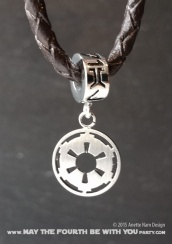 Star Wars Charm Bracelet and Jewelry/// Check out our blog for lots of Star Wars gift ideas /// #starwars #starwarsgift #maythefourthbewithyou #starwarsbirthday #jewelry #christmaspresent #starwarsjewelry #imperial #empire #silver #stainlesssteel #charm #charmbracelet maythefourthbewithyoupartyblog.com