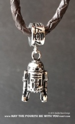 Star Wars Charm Bracelet and Jewelry/// Check out our blog for lots of Star Wars gift ideas /// #starwars #starwarsgift #maythefourthbewithyou #starwarsbirthday #jewelry #christmaspresent #starwarsjewelry #R2D2 #silver #stainlesssteel #charm #charmbracelet maythefourthbewithyoupartyblog.com
