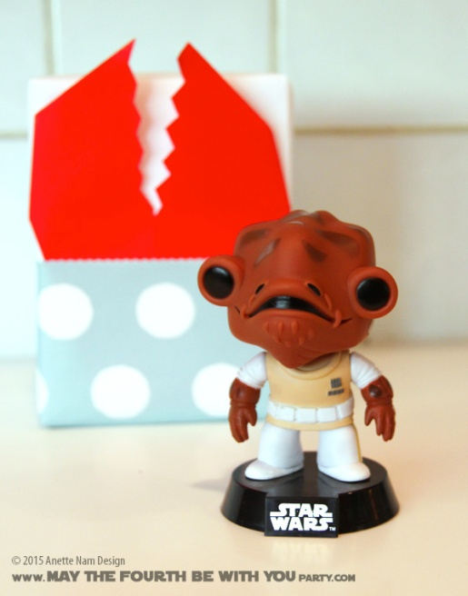 Space Slug Gift Wrapping and Paper Crafts (with Ackbar Bobblehead) /// Check out our blog for lots of Star Wars Party crafts and ideas /// #starwars #starwarsparty #maythefourthbewithyou #starwarsbirthday #spaceslug #papercraft #ackbar maythefourthbewithyoupartyblog.com