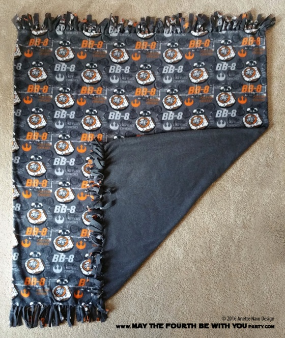 DIY Star Wars BB-8 No Sew Fleece Blanket with fringe/// We add new Star Wars crafts and fun projects on our blog every week! /// ‪#starwars‬‬‬‬‬ ‪#bb8‬‬‬‬‬ ‪#fleece #blanket ‪#theforceawakens #sewing // maythefourthbewithyoupartyblog.com