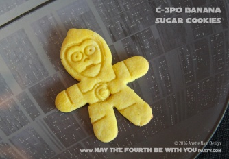 Star Wars Sugar Cookies /// Check out our blog for lots of Star Wars Party food recipes and downloadable labels! Great ideas for a Birthday Party or a May the Fourth be with you Party. /// #starwars #starwarsparty #theforceawakens #maythefourthbewithyou #starwarsbirthday #starwarsfood #sugarcookies #foodart #cookies #recipe #cookiecutter #chewbacca #chewie #c3po #darthvader #yoda #deathstar // maythefourthbewithyoupartyblog.com