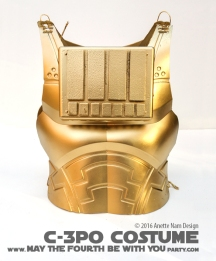 C-3PO DIY Costume and Cosplay / Check out lots more Star Wars Halloween costumes and cosplay ideas on our blog / #starwars #halloween #maythefourthbewithyou #maythe4thbewithyou #costume #ducttape #cosplay #diy #pattern #sewing #theforceawakens #c3po #droid #geek #nerd #spraypaint #gold / maythefourthbewithyoupartyblog.com