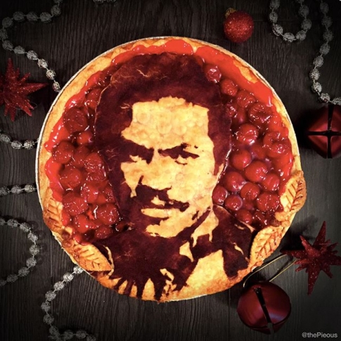 Star Wars Food: Lando Calrissian Pie // Check out our blog for lots of Star Wars Party food recipes and downloadable labels! Great for a Birthday Party or a May the Fourth be with you Party. // #christmas #starwars #star #wars #starwarsparty #theforceawakens #maythefourthbewithyou #starwarsbirthday #starwarsfood #recipe #pie #landocalrissian #lando #calrissian // maythefourthbewithyoupartyblog.com
