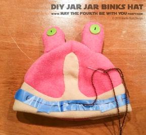 DIY Star Wars Jar Jar Binks Hat /// We add new Star Wars crafts to our blog every week! /// #diy #starwars #phantommenace #jarjar #jarjarbinks #fleece #hat #swcc #starwarscelebration #cosplay /// maythefourthbewithyoupartyblog.com
